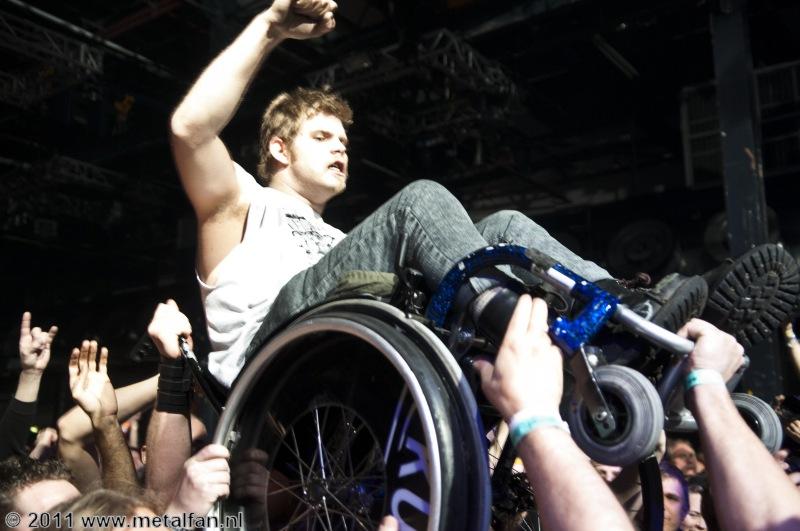 Crowdsurfende rolstoeler @ Speedfest, 10-11-2011