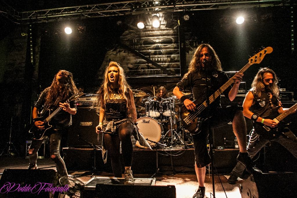 The Agonist @ Cult-Art Shop, Nijverdal, 14 oktober 2017